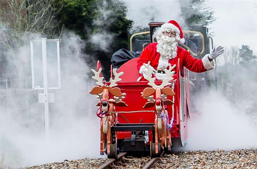 Christmas ... just around the corner !! - Page 3 Santa_Train-_Cropped